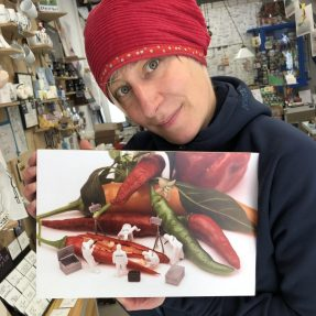 """Jannis Miniaturwelten - """"CSI an der offenene Chilli-Schote"""" - grosses Bild 300x200 mm"""