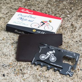 le-bicycle-credit-card-multi-tool-27515-lifestyle