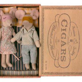 """Maileg - """"Mum & Dad mice in Cigarbox"""""""